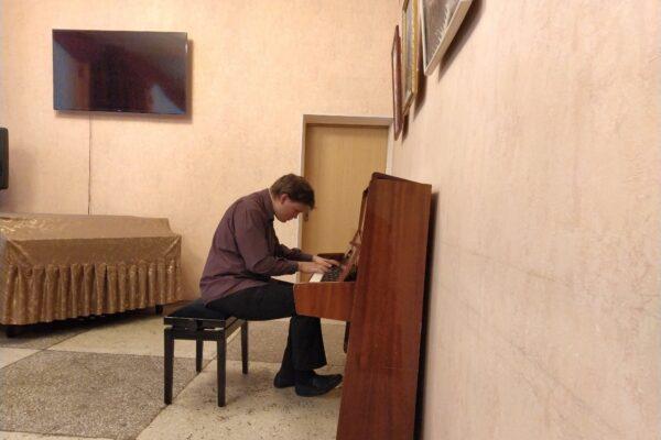 Вячеслав Ермолаев – скрипка и рояль